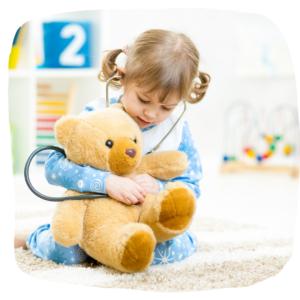 Kind verarztet Teddy