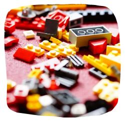 viele verschiedene Lego-Bausteine