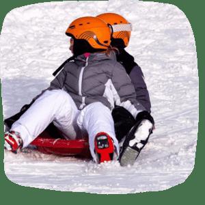 Kinder auf der Schneepiste